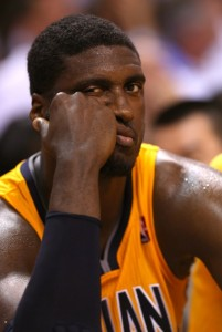 Roy-Hibbert-Looking-Bored-e1369573660999